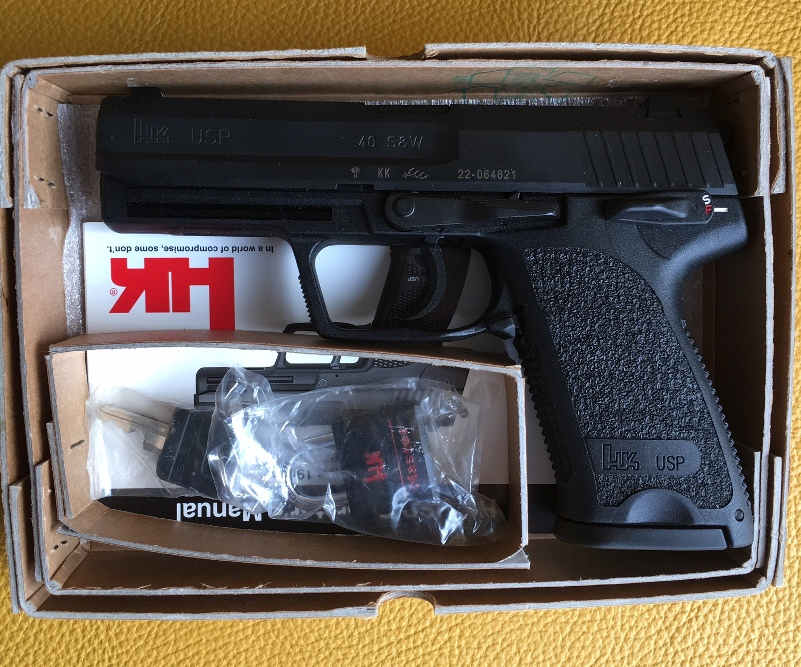 H&K USP 40  V1. NIB unfired. 40 S&W